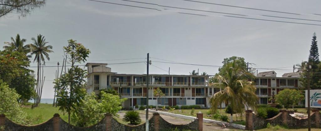 Bob LaGarde - Road trip through Central America - Abandoned Hotel Ocean Road to Veracruz