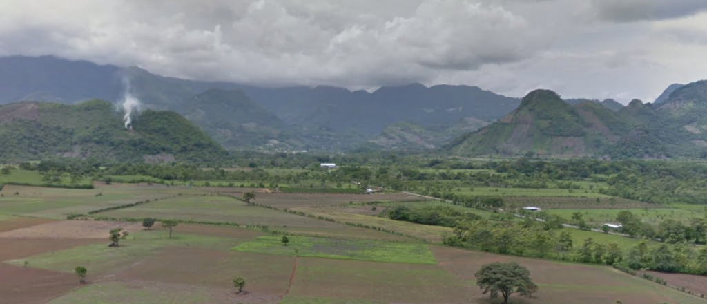 Bob LaGarde - Road trip through Central America - Plains ringed by mountains just north of the Guatemala border