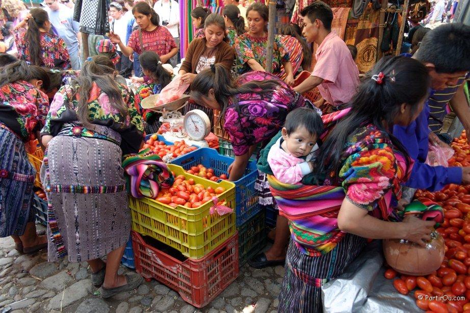 Bob LaGarde - Road trip through Central America - colorful Guatemalan women in roadside market