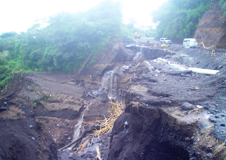 Bob LaGarde - Road trip through Central America - Another section of washed out roadway on highway 14 descending the mountian from Antigua to Escuintla