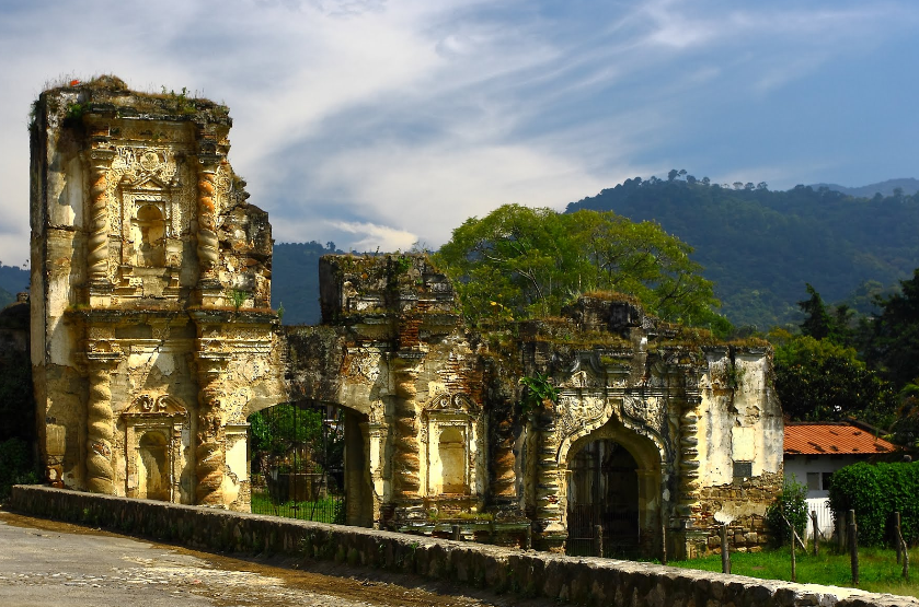 Bob LaGarde - Road trip through Central America - Crumbling facade in old Antigua