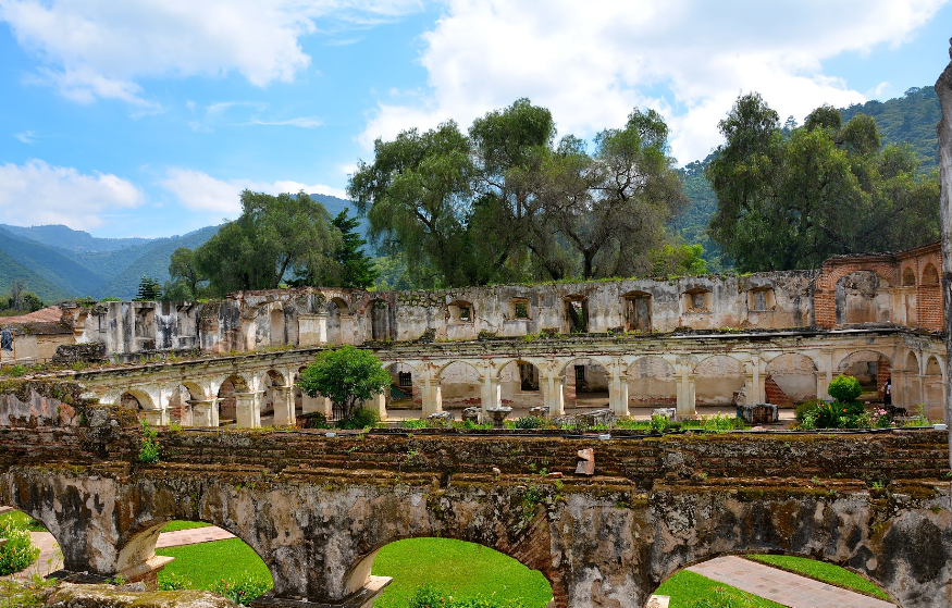 Bob LaGarde - Road trip through Central America - Ruins of the old Convent of Santa Clara in Antigua